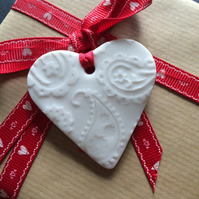 Porcelain Paisley Imprinted Heart Shaped Gift Tag