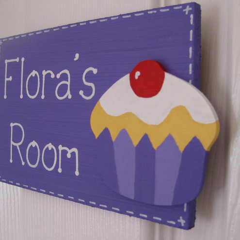 Cupcake bedroom door plaque.