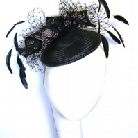 Black cocktail hat with veiling and feathers fascinator, Pillbox hat Wedding hat