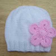 Hand knitted baby beanie hat in white with pink flower applique 0 - 3 months