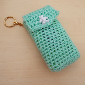 Hand crochet pocket tissue cover keyring - green with white teddy button
