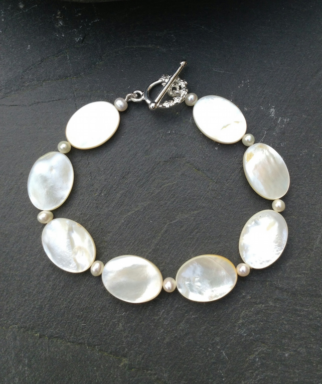 Freshwater Pearl and Mother of Pearl Bracelet