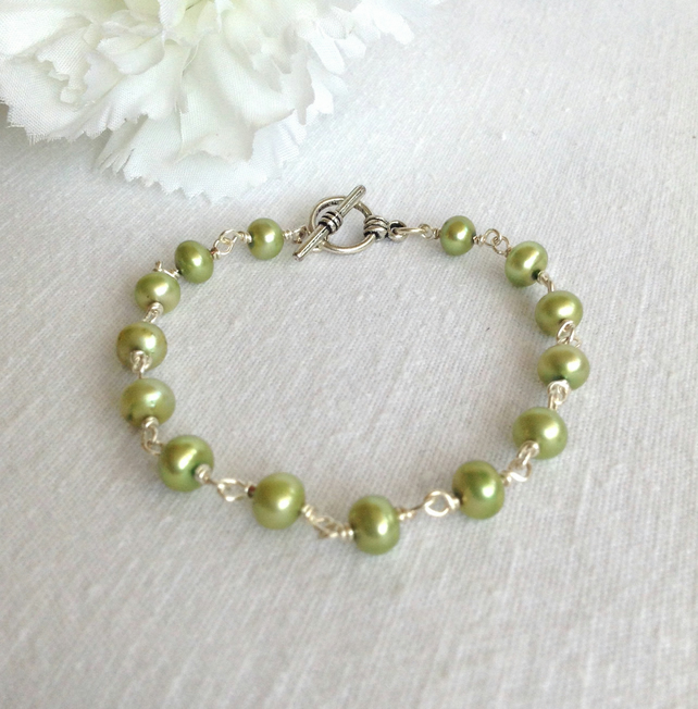 Apple Green  Freshwater Pearl Bracelet.     Pearl Bracelet      June Birthstone