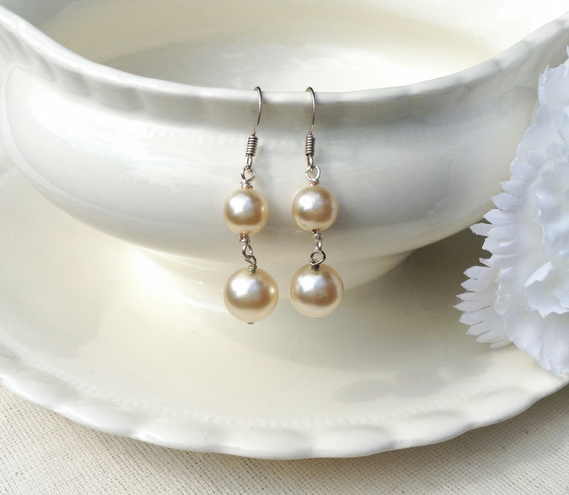 Buttermilk Pearl Earrings      Dangly Earrings