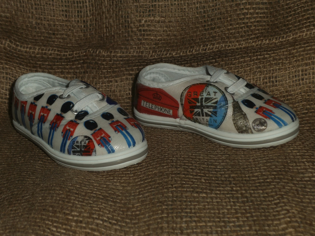 Decorated Canvas Shoes BABY SIZE C4 (20) London Great Britain Soldiers Unique