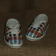 Decorated Canvas Shoes BABY SIZE C3 (19.5) London Great Britain Soldiers Unique
