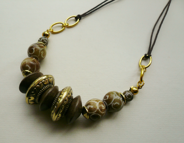 Nut Brown Coloured Carved Jade Bead Collar Necklace   KCJ752