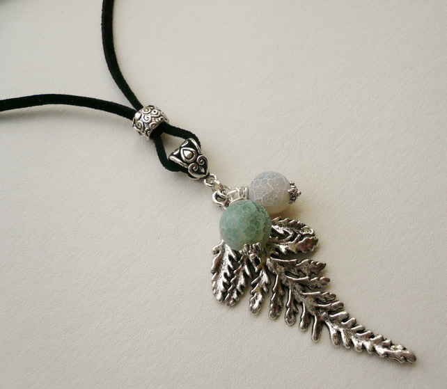 Pale Green Frosted Agate Tibetan Silver Leaf Pendant Necklace   KCJ742
