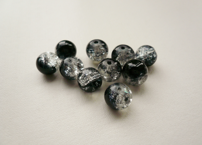 10 Black and Clear Round Glass Crackle Beads
