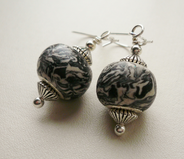Black and White Marbled Earrings   KCJ806