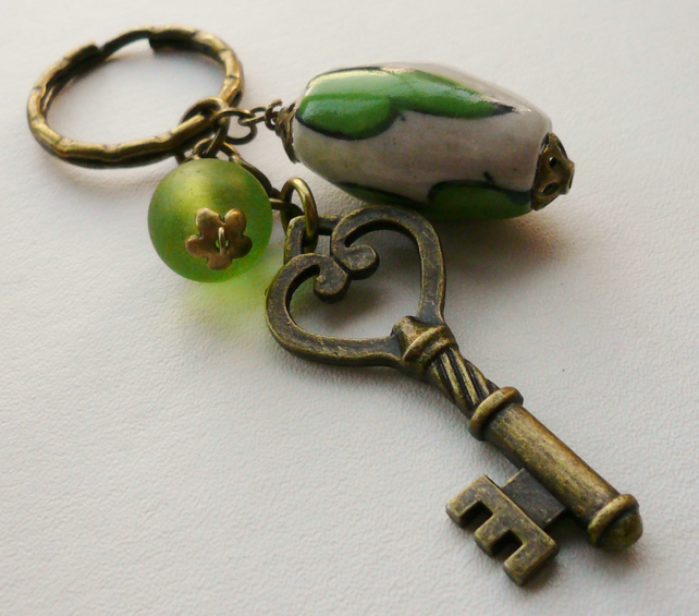 Green and Cream Ceramic Frosted Glass Bead Antique Bronze Keyring   KCJ857