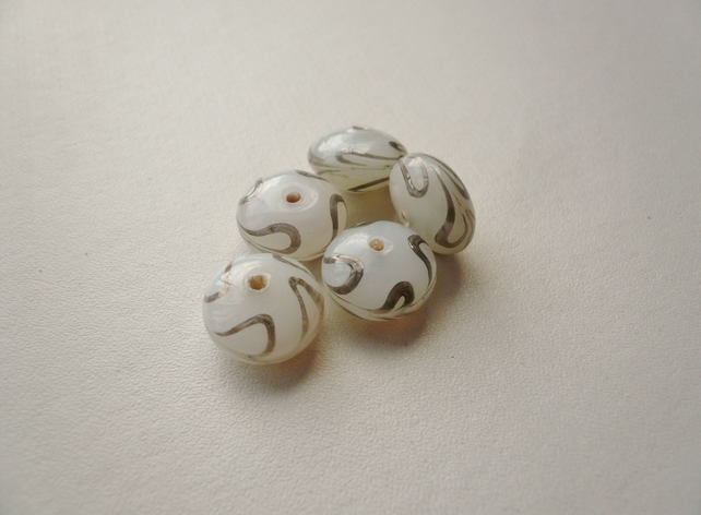 5 Off-White Glass Painted Swirl Rondelle Beads