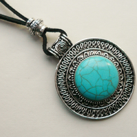 Tibetan Silver and Turquoise Round Disc Pendant Necklace   KCJ913