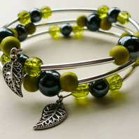 Bright Green and Dark Blue Beaded Wrap Around Memory Wire Bracelet   KCJ957