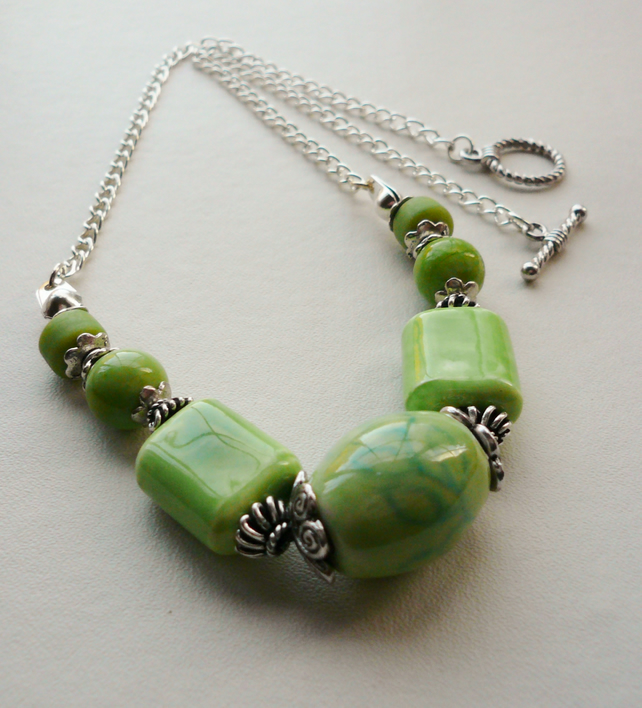 Light Green Ceramic Bead Necklace   KCJ779