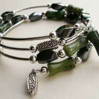Bracelet Memory Wire Wrap Green Williamsite and Haematite Tube Bead   KCJ1021