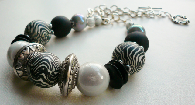 Chunky Black and White Zebra Striped Beaded Collar Necklace   KCJ600