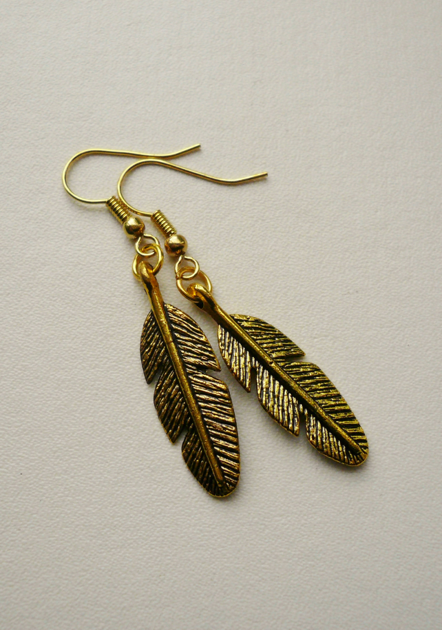 Gold Tone Feather Dangle Earrings   KCJE536