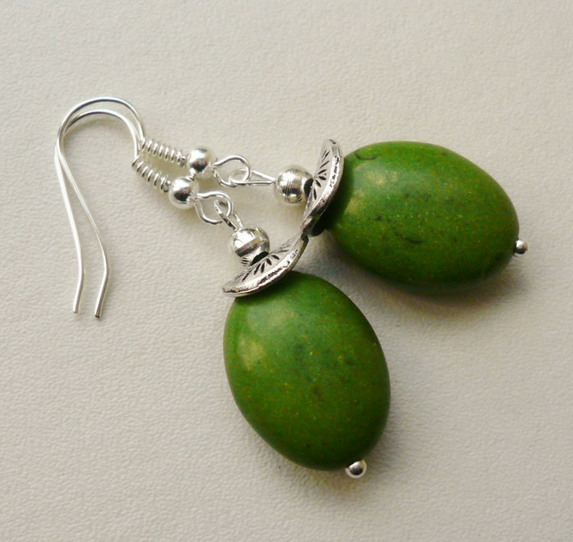 Green Oval Howlite Silver Plated Earrings   KCJ1142