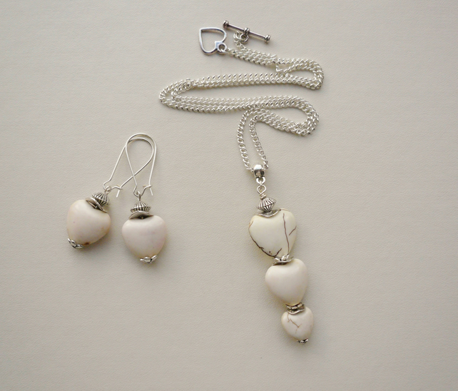 Cream Howlite Heart Pendant Necklace and Earrings Set   KCJ1052