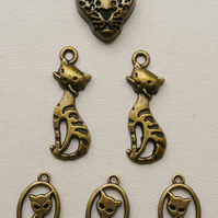 5   Antique Bronze Cat Charms