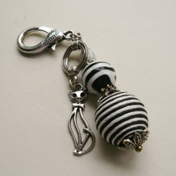 Black and White Striped Bead Cat  Key Ring    KCJKY11