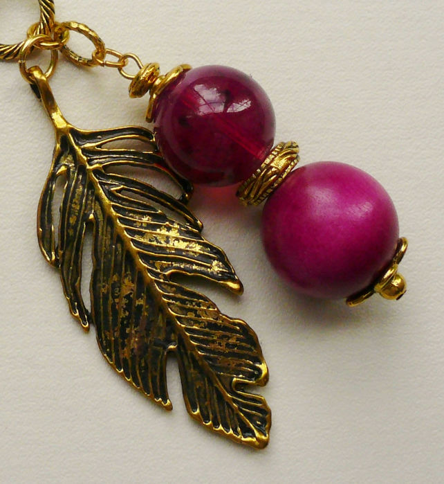 Handbag Charm Hot Pink Beaded Gold Tone Feather  KCJ575