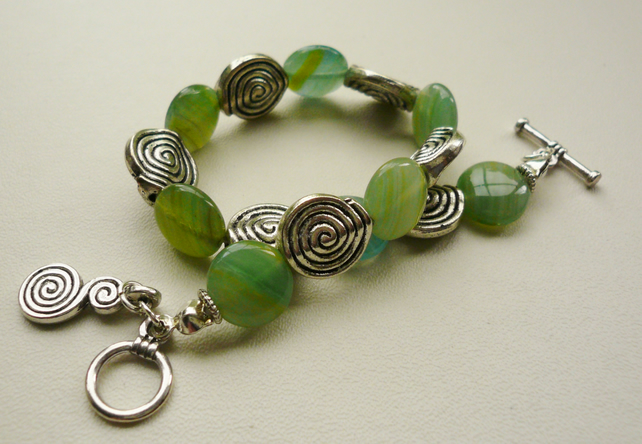 Green Czech Glass and Tibetan Silver Disc Bracelet  KCJ555