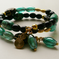 Memory Wire Bracelet Black and Turquoise Blue Beaded Gold Plated   KCJ1547