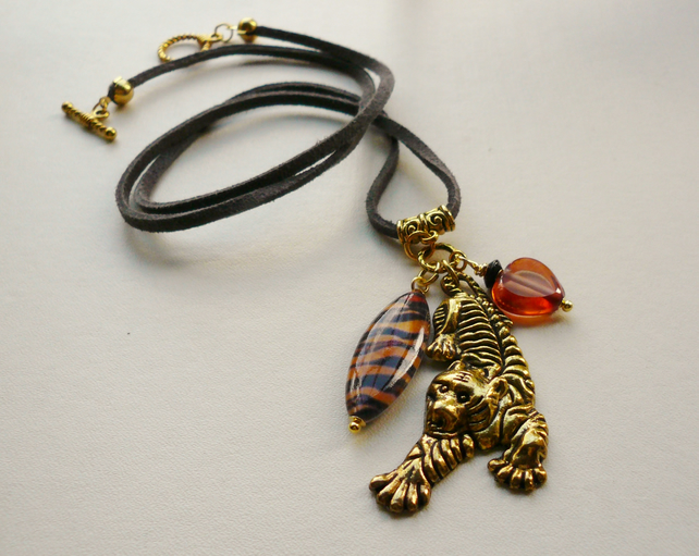 Cluster Necklace Black and Orange Tiger Print Glass Beaded Gold Tone   KCJ1575