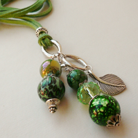 Cluster Necklace Green Mixed Bead Silver Leaf   KCJ479
