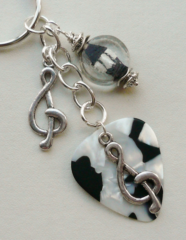 Keyring Monochrome Glass Bead  Vinyl Guitar Pick Silver Treble Clef   KCJ1693