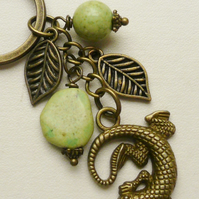Keyring Bag Charm Pale Green Howlite Antique Bronze Leaf Lizard Gecko  KCJ1757