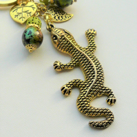 Handbag Charm  Bright Green Bead Gold Plated Lizard Gecko Leaf  KCJ1977