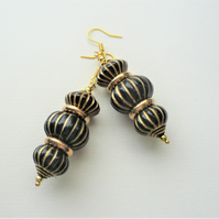 Chunky Earrings Black Gold Acrylic Ribbed Bead Stack  KCJ3668