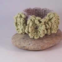 Crochet cuff with flower blossoms in soft lime - Collette