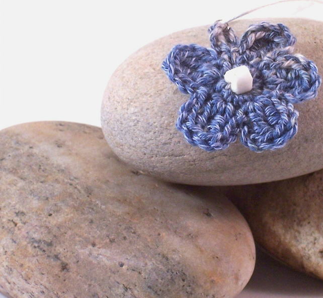 Crochet necklace with flower blossom - Gabrielle
