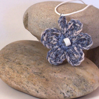 Crochet flower blossom necklace in denim blue and white - Signe