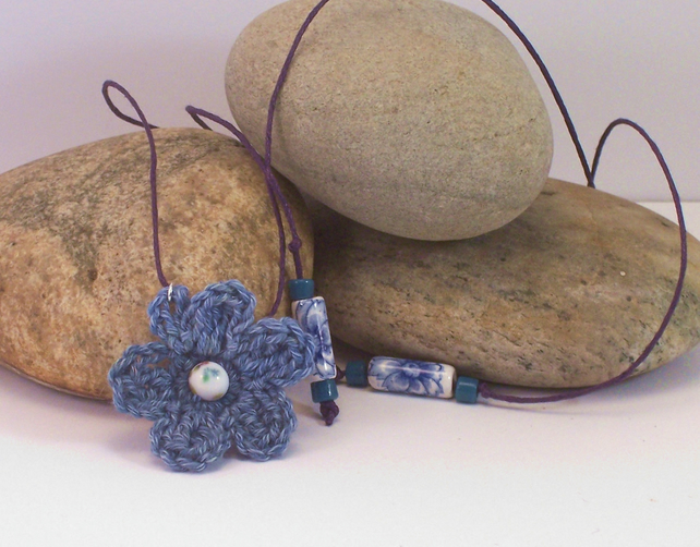 Crochet flower blossom necklace - Melody