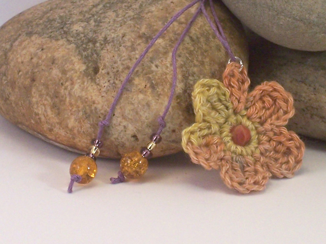Crochet flower necklace - larisa