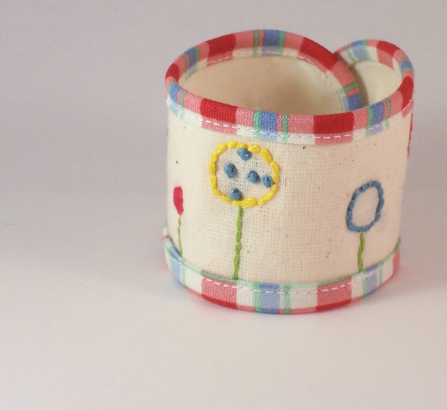 Hand embroidered fabric cuff - Lollipop