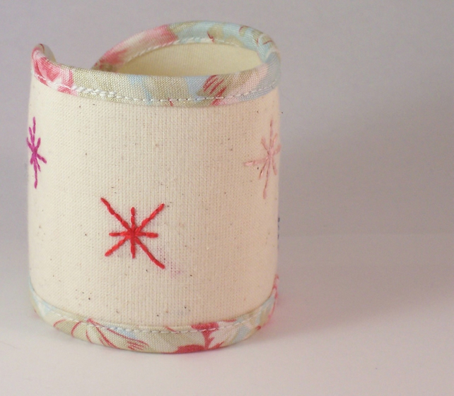 Hand embroidered fabric cuff - Star
