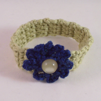 Crochet cuff with flower - Dana