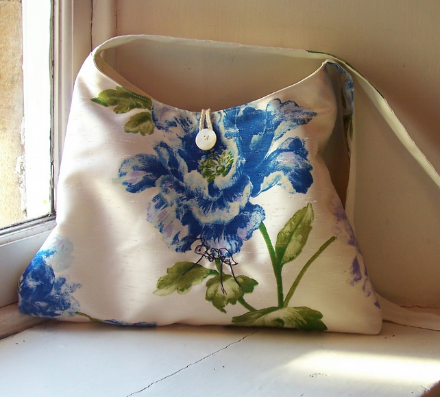 Soft fabric handbag with machine embroidered ant - Gaia