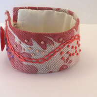 Printed linen cuff with hand embroidery - Cinnamon
