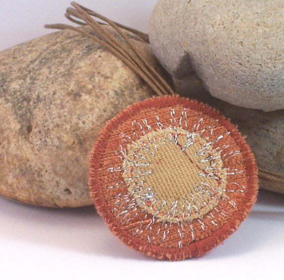 Round fabric necklace with silver thread embroidery - Kalliope