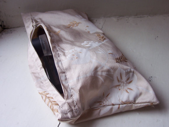 Silk make up bag with zip fastening - Cathy