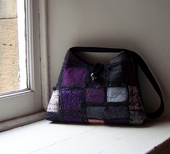 Textile art shoulder bag in purple, black and pink - Blackcurrant