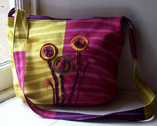 Fabric shoulder bag with felt and crochet flowers - Calendula