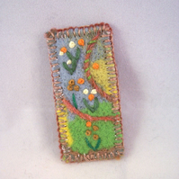 Hand embroidered needlefelt brooch with flowers - Pompom